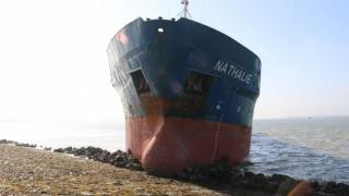 Cargo ship runs aground off Bath