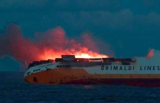UPDATE: Grimaldi's RoRo container vessel Grande America sank in the Bay of Biscay; Priority given to anti pollution measures