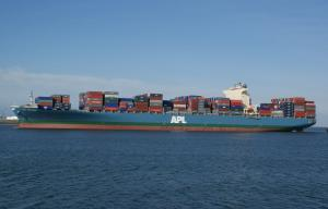 APL container vessel avoids clash with Navy tugs