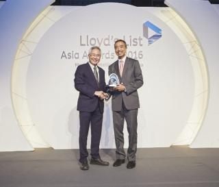 OOCL Wins Lloyd's List Asia Containership Operator of the Year Award