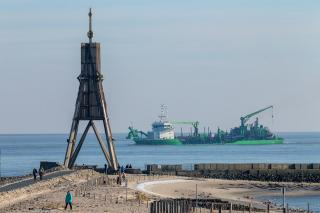 DEME bunkers its dual-fuel hopper dredger 'Scheldt River' with LNG for the first time in Germany