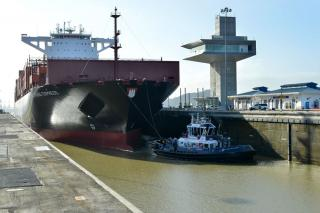 Panama Canal Welcomes Largest Capacity Vessel To-Date Through its Expanded Locks