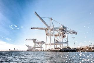 Port of Oakland says yard cranes going hybrid to help clean air