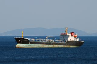 Queensway Navigation oil products tanker causes bitumen spill in Spain