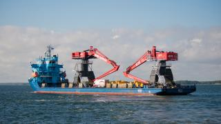 Two of the world's largest hydraulic cranes, Mantsinen 300, successfully delivered to Belgium (Video)