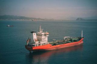 Rosneft started bunkering of environmentally friendly marine fuel in the Far East