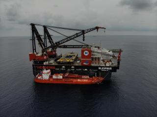 First LNG Bunkering by Coral Fraseri on Maiden Voyage Heerema's Sleipnir
