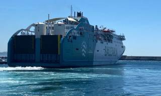 Balearia's converted ferry Bahama Mama bunkers LNG for first time