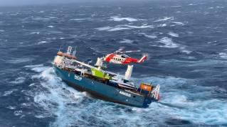 UPDATE: EEMSLIFT HENDRIKA in danger in Norwegian Sea; All crew evacuated; Τοwage heading towards Olesund (Videos)