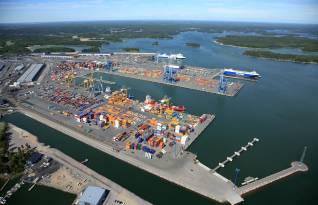 Larger cranes at APM Terminals Finnish terminals increase capacity and efficiency