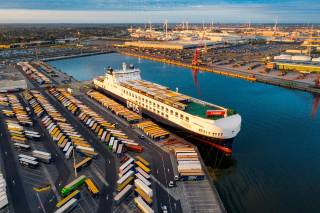 Giant DFDS ship makes peak call at North Sea Port