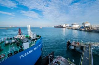 FueLNG completes Singapore's first ship-to-ship bunkering of an LNG-fuelled oil tanker