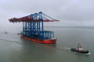 New Container Gantry Cranes Arrive in Hamburg