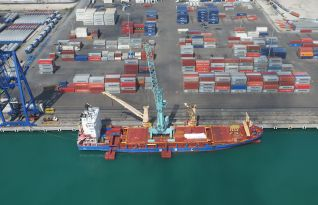 New mobile crane increases APM Terminals Yucatán's productivity by 40%