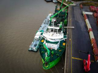 A first in Flanders: Maintenance dredging work on the Scheldt powered by LNG