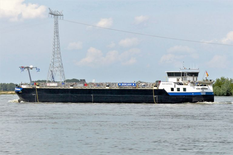 ship photo by Roeland.J