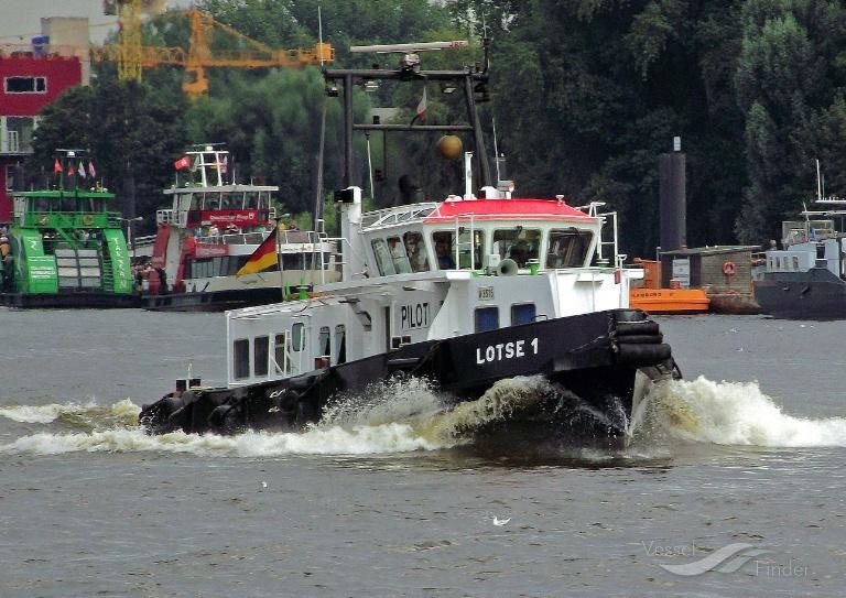 LOTSE 1 (MMSI: 211281010) ; Place: Hamburg_Hafen