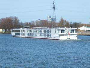 Photo of VIKING GEFJON ship