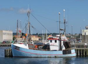 Photo of R333 LOPISI ship