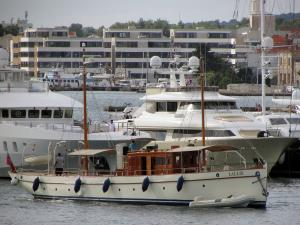 Photo of M/Y LALLIE ship