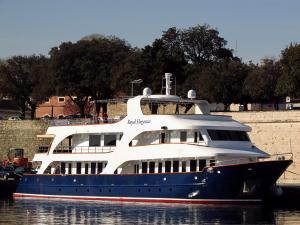 Photo of ROYAL ELEGANZA ship