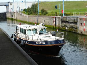 Photo of TEMPTRESS ship
