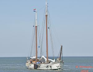 Photo of ANTOINETTE R ship