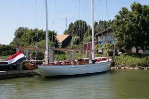 Photo of S/Y IRONDEQUOIT II ship