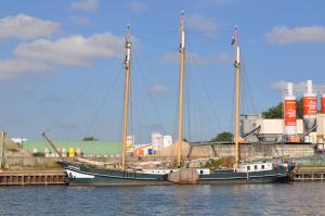 Photo of OOSTVOGEL ship