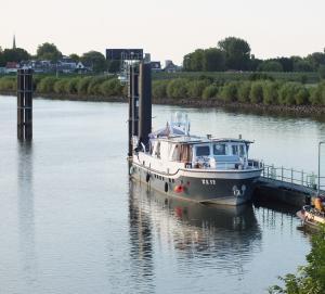 Photo of XL12 ship