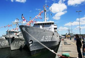 Photo of HNLMS MERCUUR ship