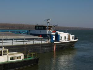 Photo of LADJAR I ship