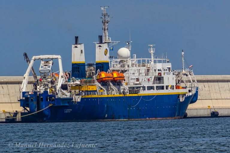 ship photo by Manuel Hernández Lafuente