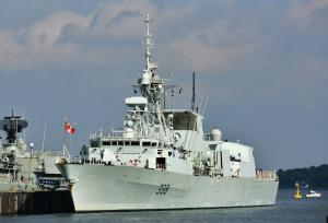 Photo of HMCS WINNIPEG 338 ship