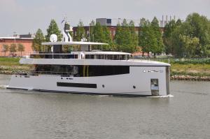 Photo of KAMINO ship