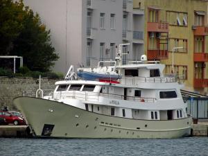 Photo of LA PERLA ship