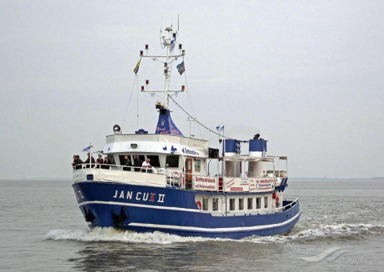 JAN CUX 2 (MMSI: 211235610) ; Place: Vor Cuxhaven/Elbe