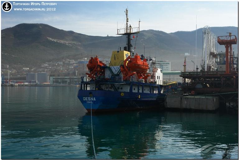 DESNA (MMSI: 272972000) ; Place: Oil Terminal SHESKHARIS, port Novorossiysk, Russia.