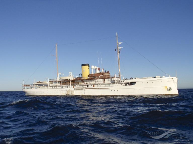SS DELPHINE (MMSI: 255986000) ; Place: a remolque en dirección al Estrecho de Gibraltar