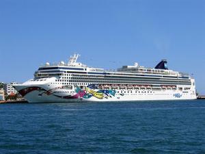 Photo of Norwegian Jewel ship