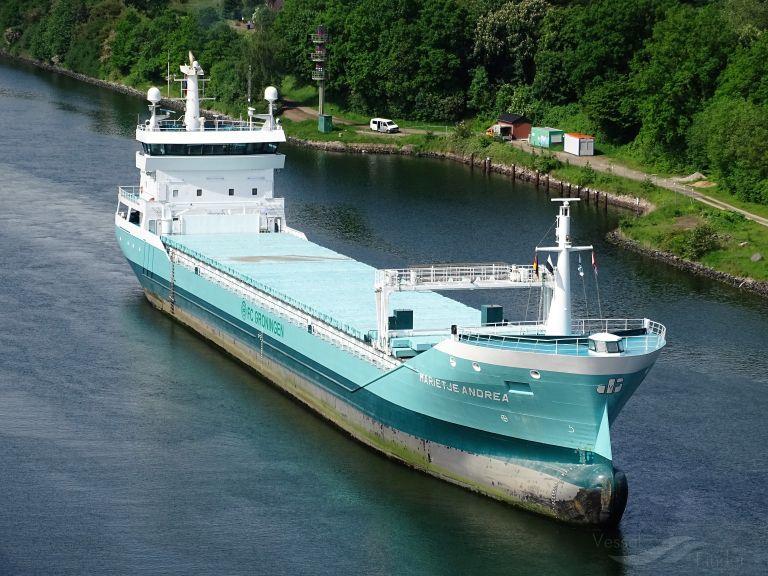 ship photo by Wolfgang Berthel