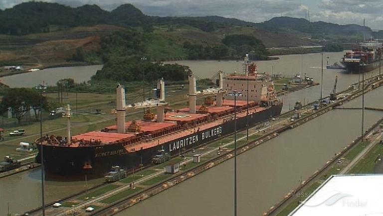 EGRET BULKER (MMSI: 538003818) ; Place: Miraflores Locks, Panama Canal