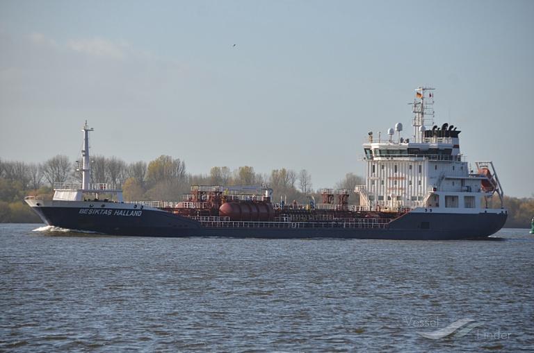 DONIA (MMSI: 266454000) ; Place: Hamburg-Blankenese - inbound port