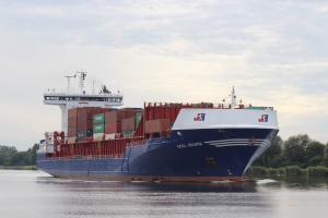 Photo of OOCL RAUMA ship