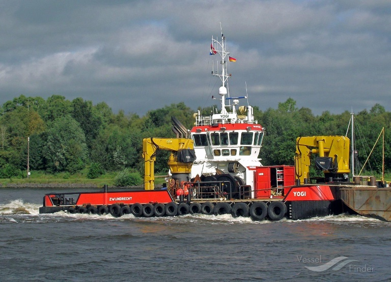 YOGI (MMSI: 244820283) ; Place: Kiel_Canal/ Germany