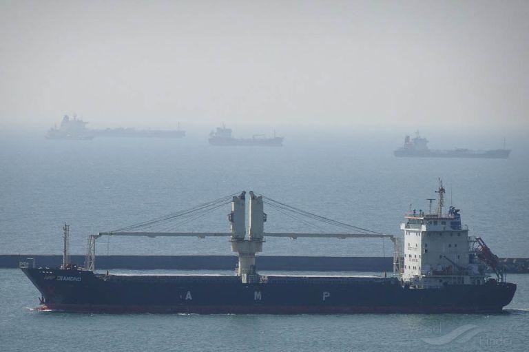ship photo by Ya Ray Yang