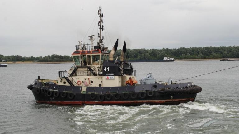 TUG 41 photo