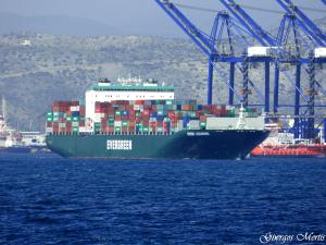Ever loading container ship details and current for Petit container maritime