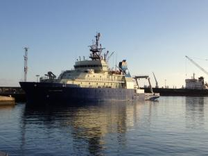 Photo of R/V NEIL ARMSTRONG ship