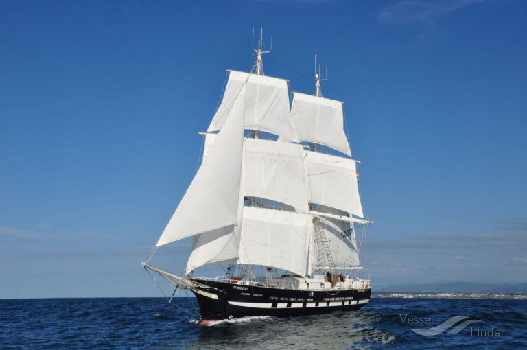ts royalist current position sailing vessel imo 9717369
